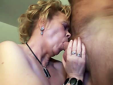 Horny chubby mommy gobbles dude's stubby sausage